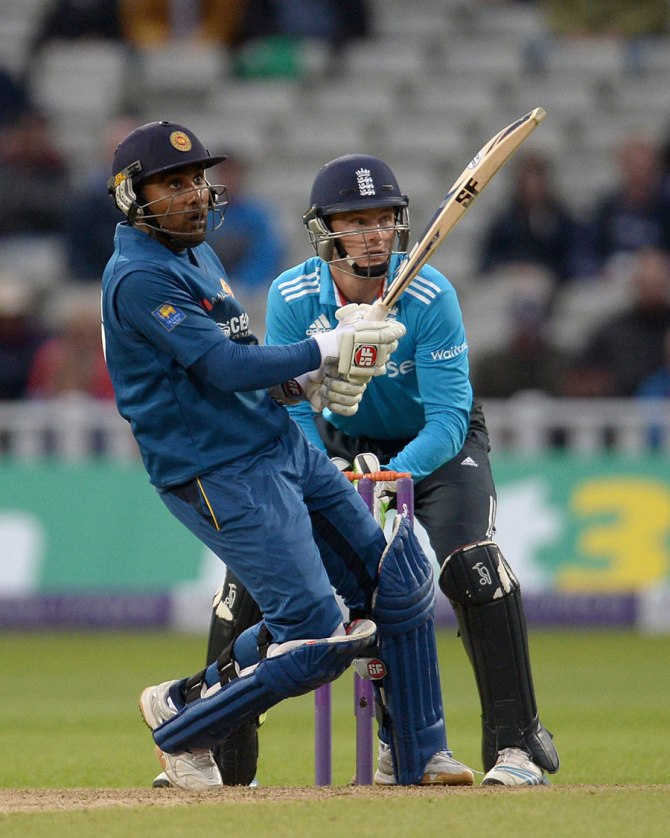 Jayawardene played a vital role in Sri Lanka's six-wicket win