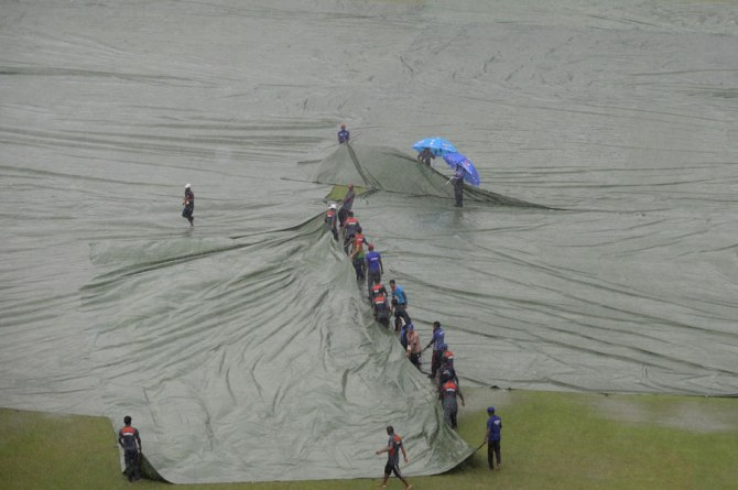 Heavy rain kept stopping the match
