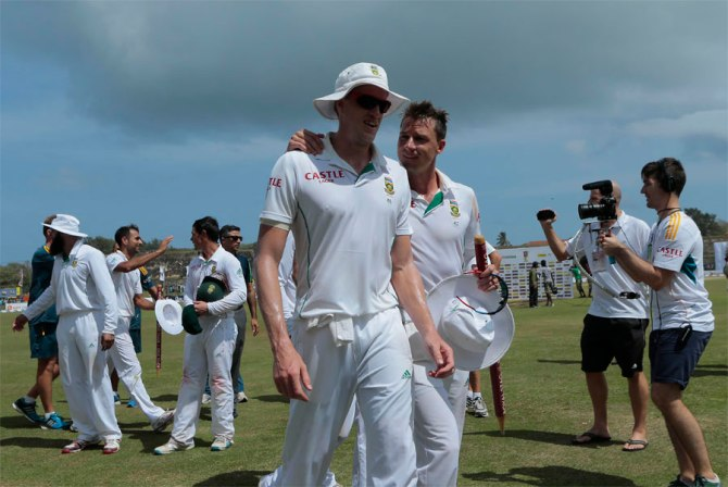 Steyn and Morkel sliced through Sri Lanka's batting line-up with four wickets apiece