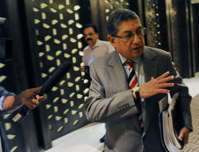 Srinivasan has to give up his commercial interest in the Super Kings if he wants to take part in the next BCCI elections