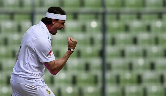 Steyn exults after taking his 400th Test wicket