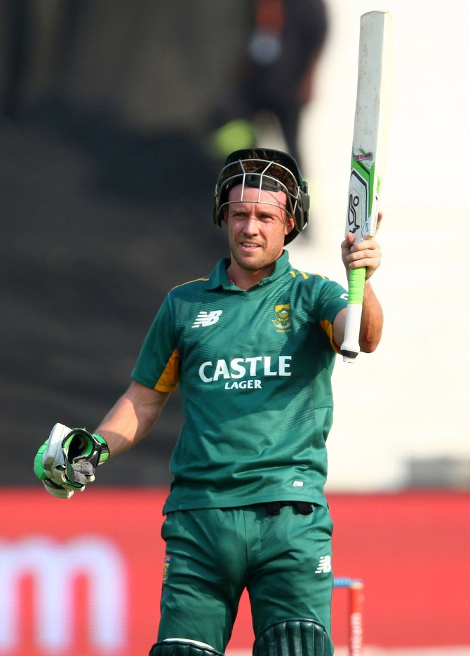 De Villiers became the fastest player to score 8,000 ODI runs