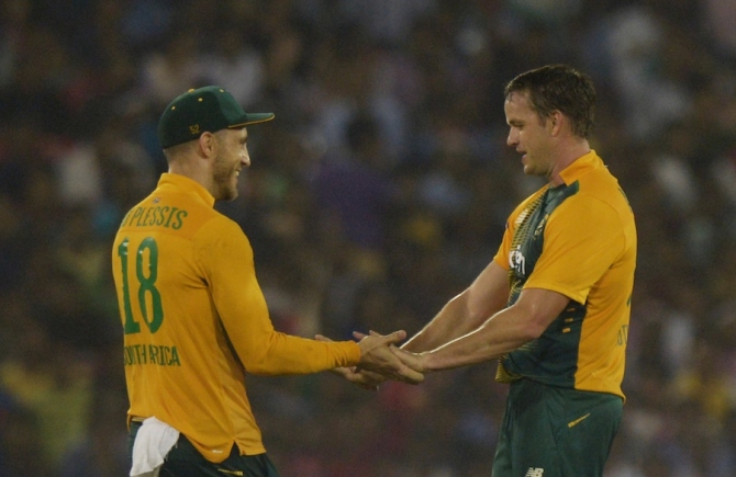 Morkel (right) was named Man of the Match for his bowling figures of 3-12 off four overs
