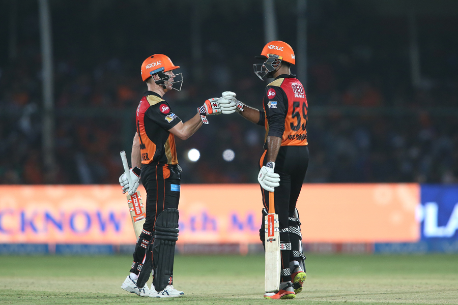 IPL: Sunrisers Hyderabad eased past Gujarat Lions to secure a play-off place
